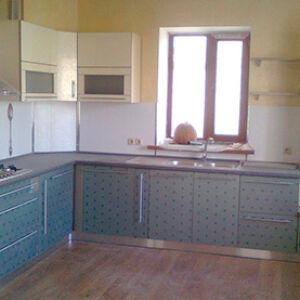 Встроенная кухня нежно-голубого цвета KV-451