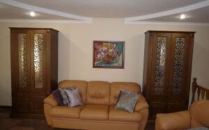 Деревянный шкаф в гостиную DSHG-069
