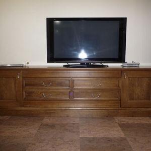 Деревянный комод в гостиную DKG-068