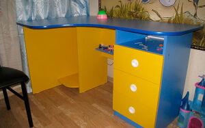 Желто-синий стол для детской SD-175