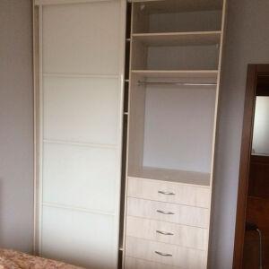 Небольшой шкаф-купе для спальни SHKS-374