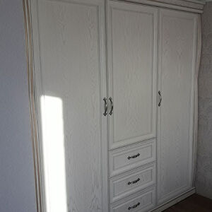 Вместительный шкаф в спальную комнату SHS-396