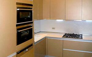 Лаконичная коричневая глянцевая кухня GK-343