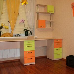 Разноцветный стол для детской комнаты SD-273