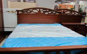 Деревянная кровать в спальню DKS-008