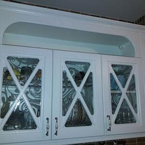 Кухня с рамочным фасадом в светлых тонах KRF-393