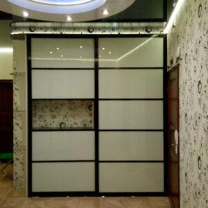 Темно-светлый шкаф-купе для гостиной SHKG-125