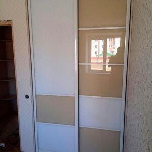 Небольшой шкаф-купе в спальную комнату SHKS-433