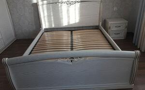 Удобная кровать в спальню в светлых тонах KS-397