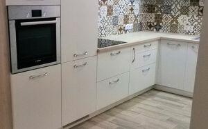 Белая встроенная кухня VK-296