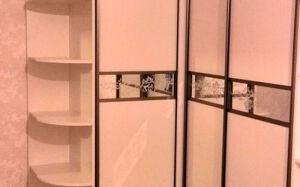 Светлый угловой шкаф-купе USHK-294