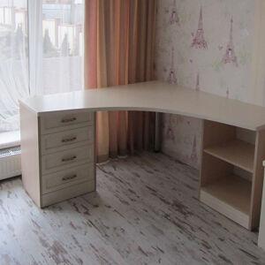 Светлый угловой стол в детскую комнату SD-093
