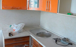 Оранжевая с коричневым кухня из МДФ KMDF-333