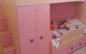Розовая двухъярусная кровать в детскую комнату DDK-272
