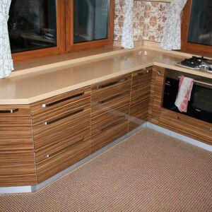 Коричневая кухня в классическом стиле KK-340