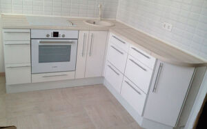 Белая кухня их пластика KP-359