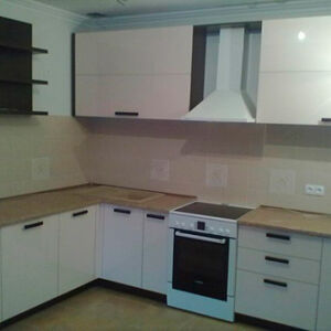 Глянцевая кухня белого цвета GK-443