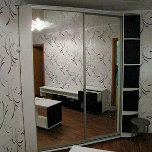 Зеркальный шкаф-купе с полочками SHKZ-189