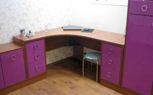 Фиолетовый стол в детскую комнату SD-274