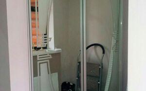 Встроенный шкаф-купе с фигурным зеркалом SHKV-123