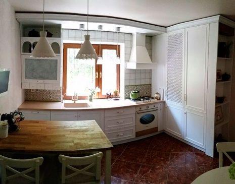 Маленькая встроенная кухня MVK-004