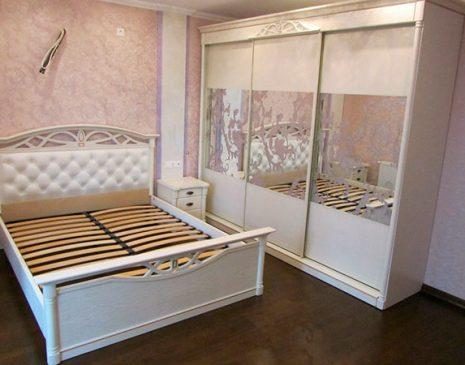 Белый шкаф-купе в спальню SHKS-007
