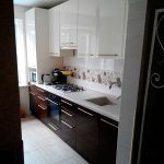 маленькая встроенная кухня