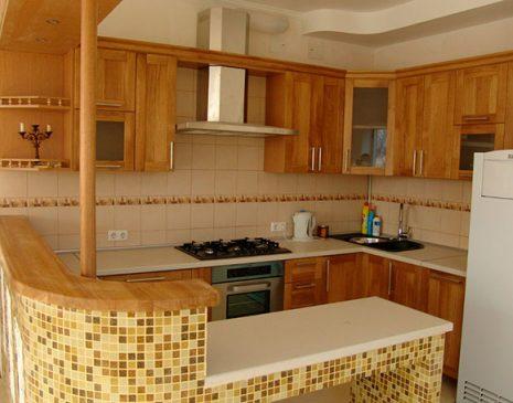 Светлая кухня из массива SKM-021
