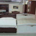 белая кровать для спальни
