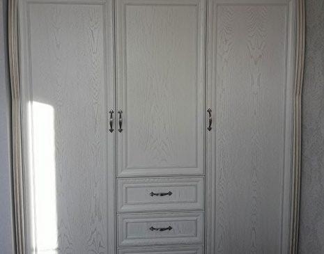 Белый шкаф в спальную комнату SHS-109