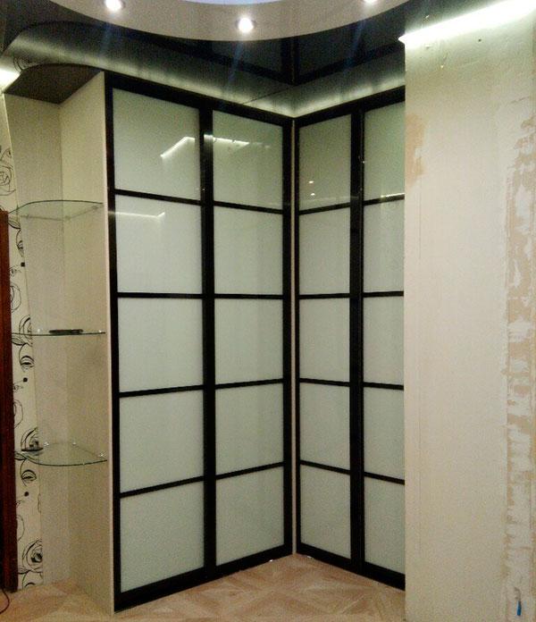 Черно-белый угловой шкаф-купе ushk-118 - мебель в виннице.