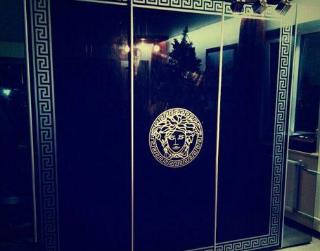Черный шкаф-купе Versace с фотопечатью SHKF-119