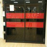 Черно-красный шкаф в гостиную