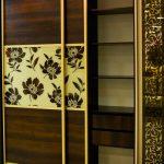 классический шкаф-купе с цветами