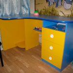 яркий детский стол