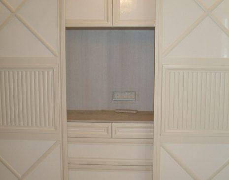 Светлый шкаф в спальню SHS-260