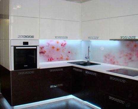 Угловая кухня с рисунком в цветы UK-347