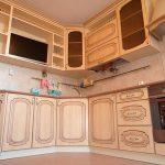 Кухня с рамочным фасадом в классическом стиле