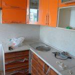 Светлая с коричневым кухня из МДФ