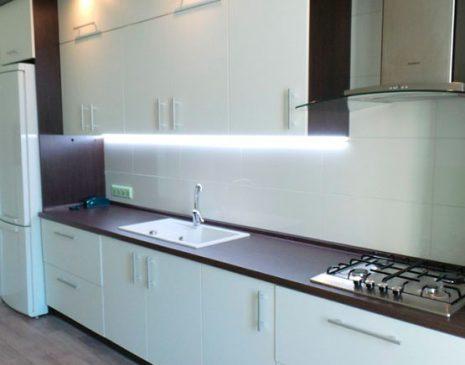 Белая с темным кухня из эмали KE-335