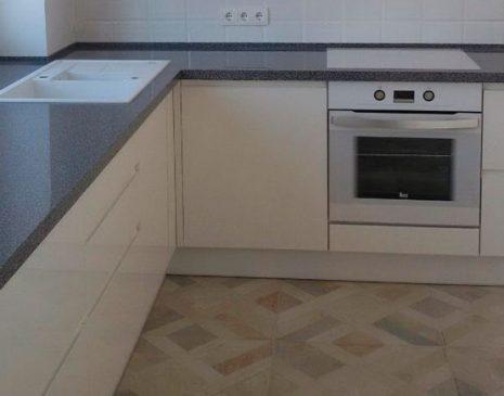 Глянцевая светлая кухня GK-300