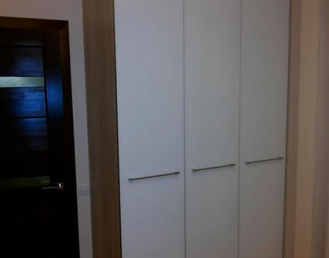 Светлый шкаф для спальной комнаты SHS-304