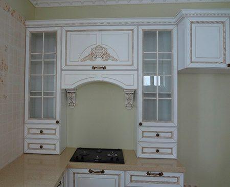 Кухня молочного цвета с рамочным фасадом KRF-449