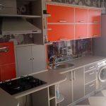 Кухня встроенная красно-серая