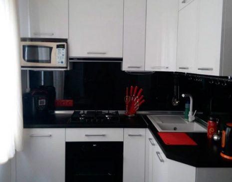 Угловая белая кухня UK-386